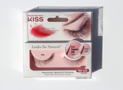 Kiss false eyelashes in Shy.